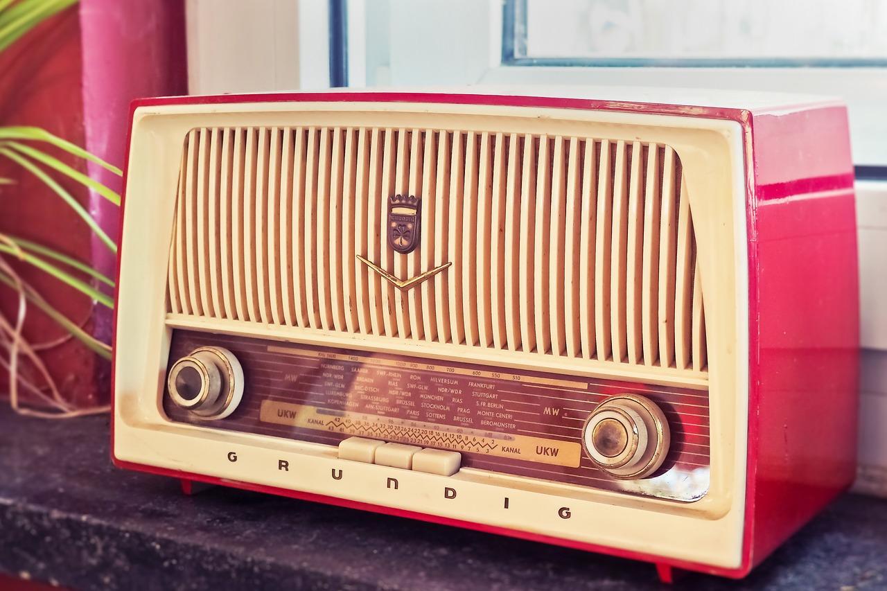 radio-3623299_1280