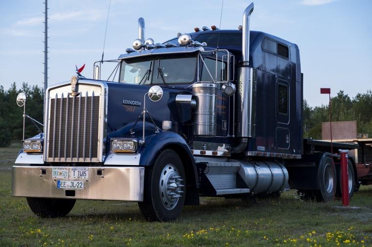 truck-2663163_1920